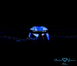 Blue Fluorescence Diamond in A Barbara Pendant