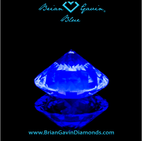What does medium blue fluorescence look like in a diamond