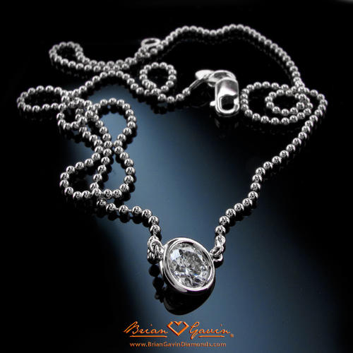Picking The Perfect Diamond Pendant For 10 Year