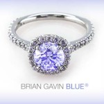 Why is there a discount for blue fluorescent diamonds?