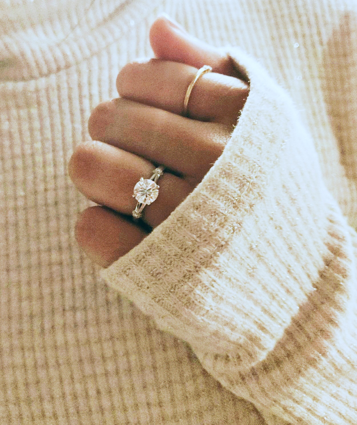 Buying Guide: Diamond Carat Weight Vs. Finger Size